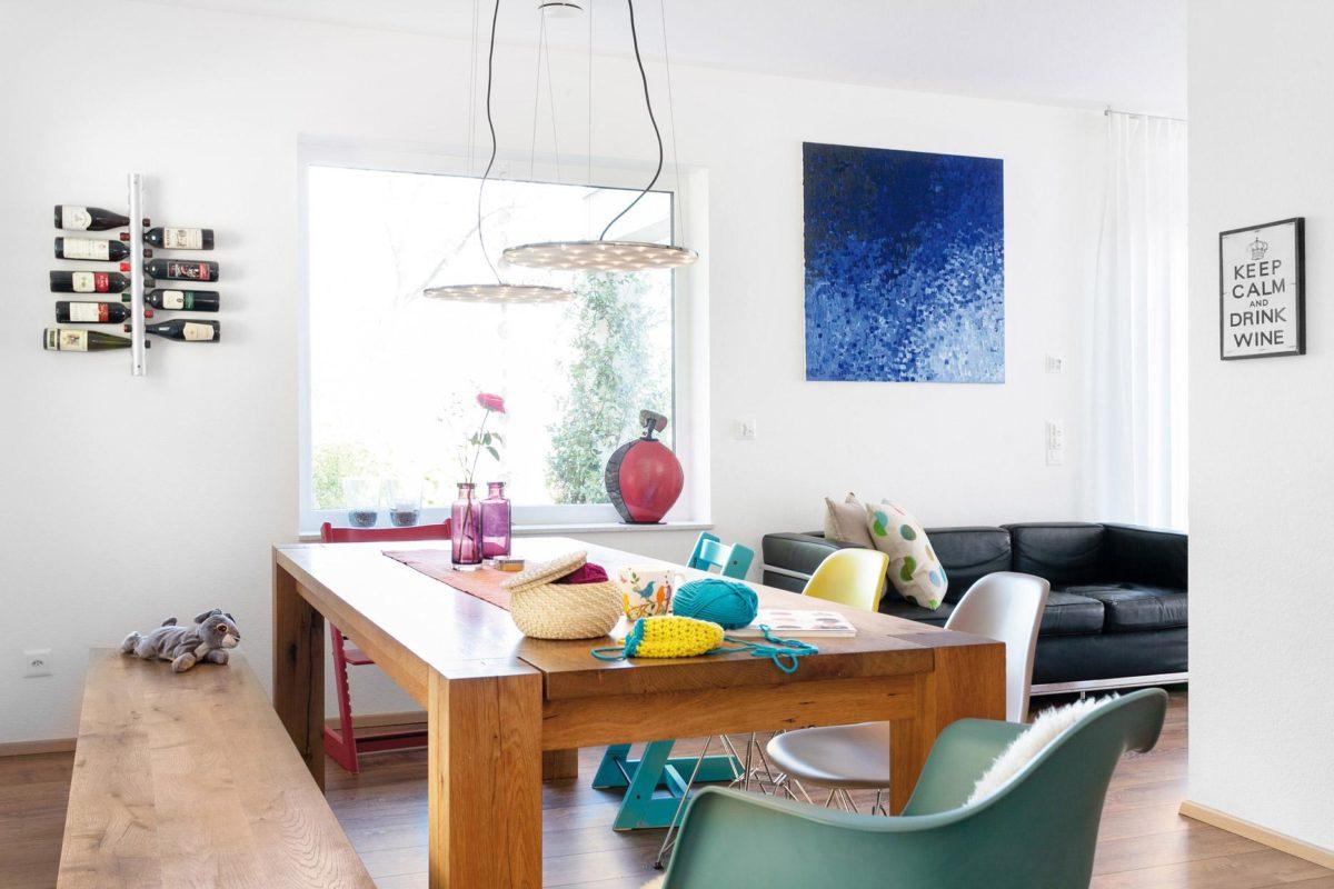 Plan E 20-167.1 - Ein Wohnzimmer mit Möbeln und einem Fenster - SchworerHaus KG
