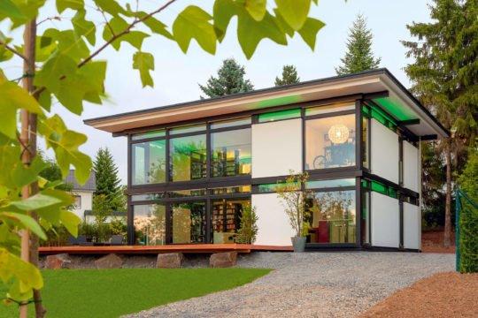 HUF Haus Modum 7 - Ein Haus mit Bäumen im Hintergrund - Huf Haus