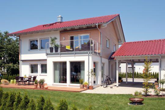 Plan E 15-160.1 - Eine große Wiese vor einem Haus - Haus