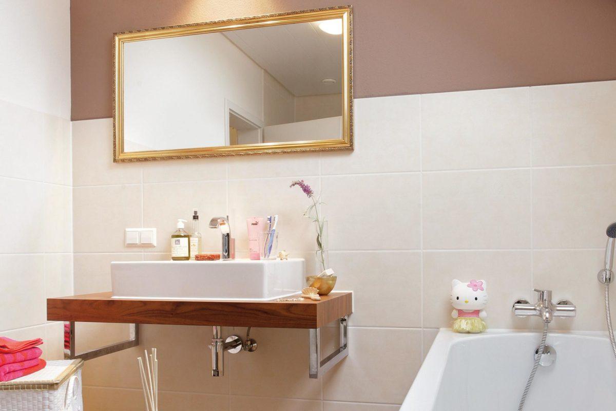 Plan E 15-125.1 - Ein zimmer mit waschbecken und spiegel - SchworerHaus KG