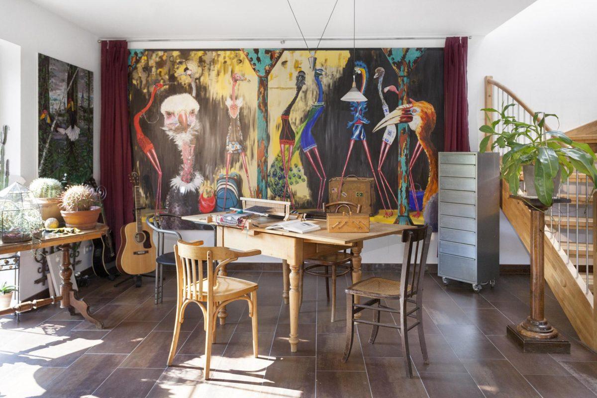 Haus Hälker - Ein Raum mit Möbeln und einem Tisch - Kreativität