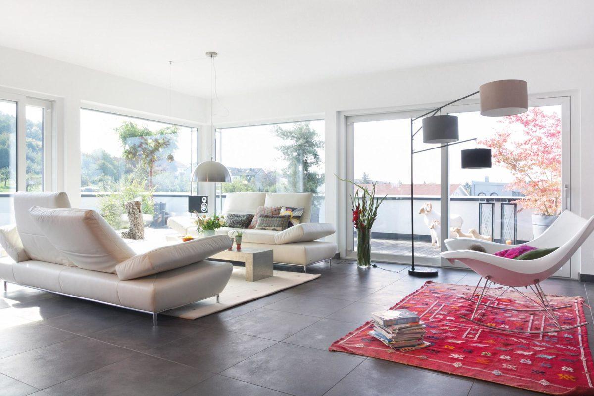 Plan E 10-225.1 - Ein Wohnzimmer mit Möbeln und einem großen Fenster - Wohnzimmer