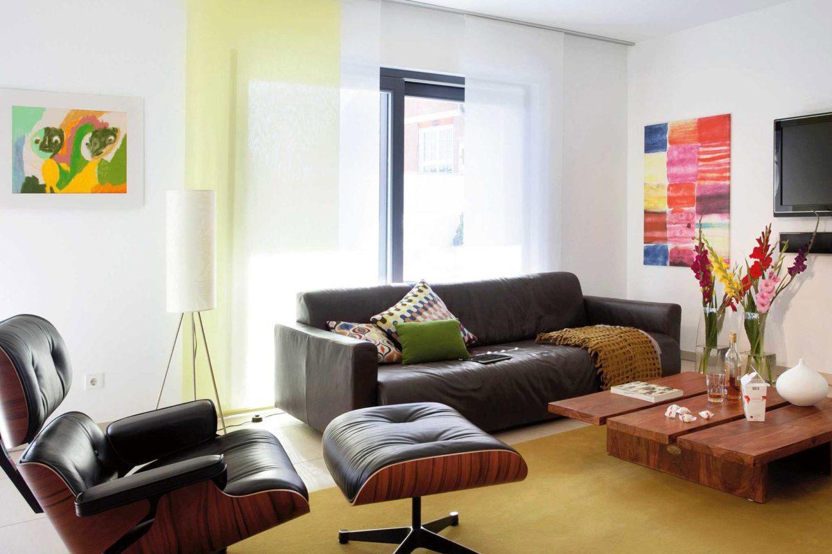 Plan E 15-146.1 - Ein Wohnzimmer mit Möbeln und einem Tisch - Wohnzimmer