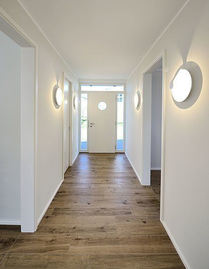 Stadtvilla SETROS 1.1620 - Ein Zimmer mit Holzboden - Villa