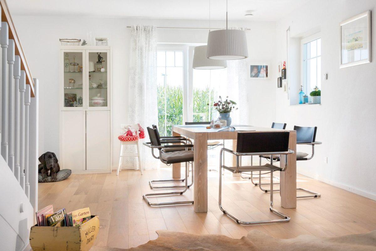 Plan E 15-123.2 - Ein Raum mit Möbeln und einem Kamin - Fertighaus