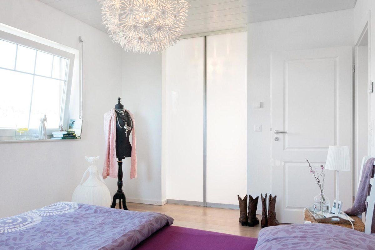 Plan E 15-123.2 - Ein Schlafzimmer mit einem Bett in einem Raum - SchworerHaus KG