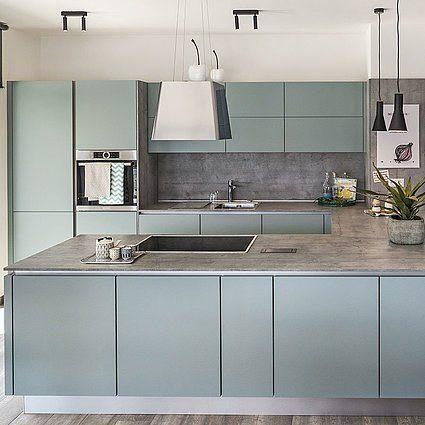 Musterhaus Lanos Wien - Eine küche mit waschbecken und spiegel - Kamp