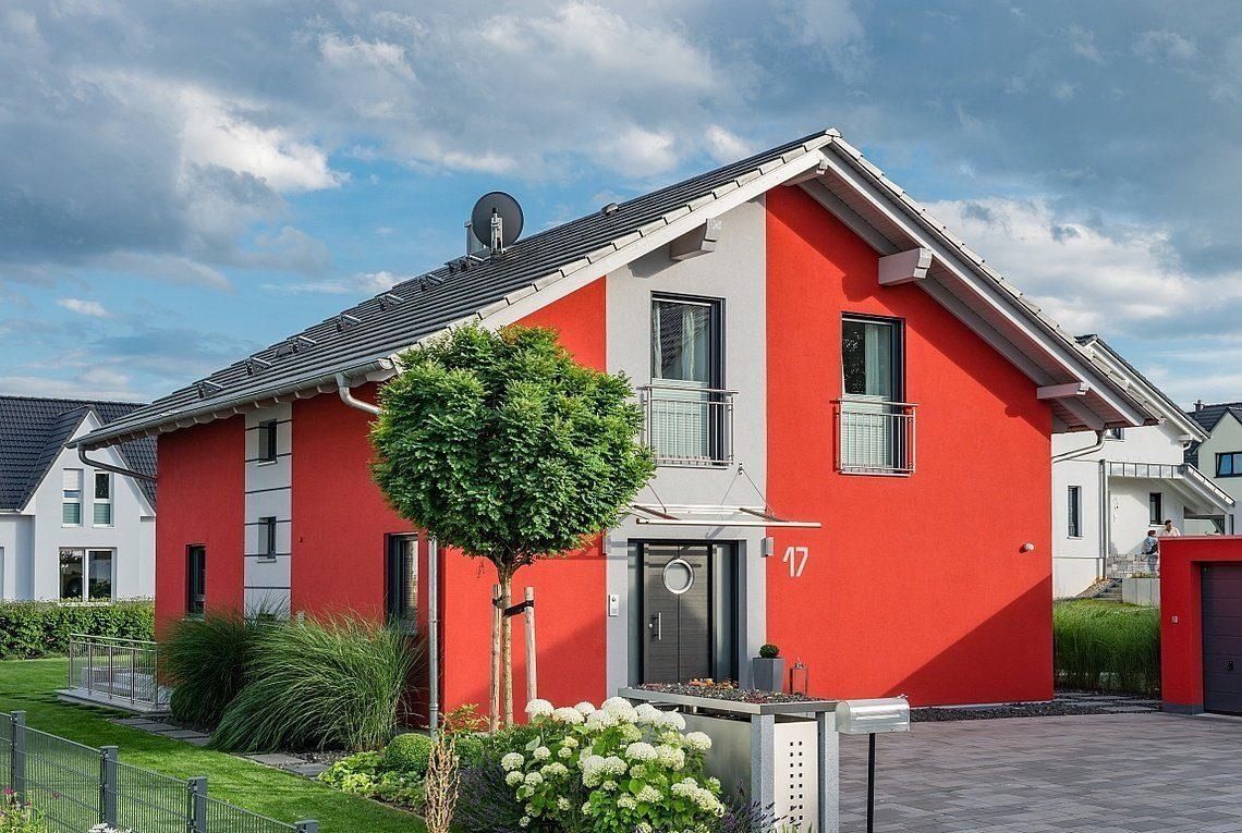 Kundenhaus Linz - Ein Haus mit einem roten Backsteingebäude - Holzhaus