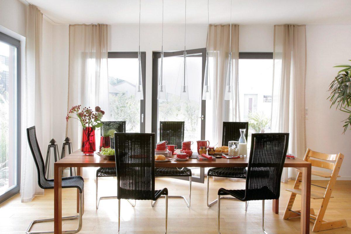 Plan E 20-137.1 - Ein Esstisch vor einem Fenster - Einfamilienhaus