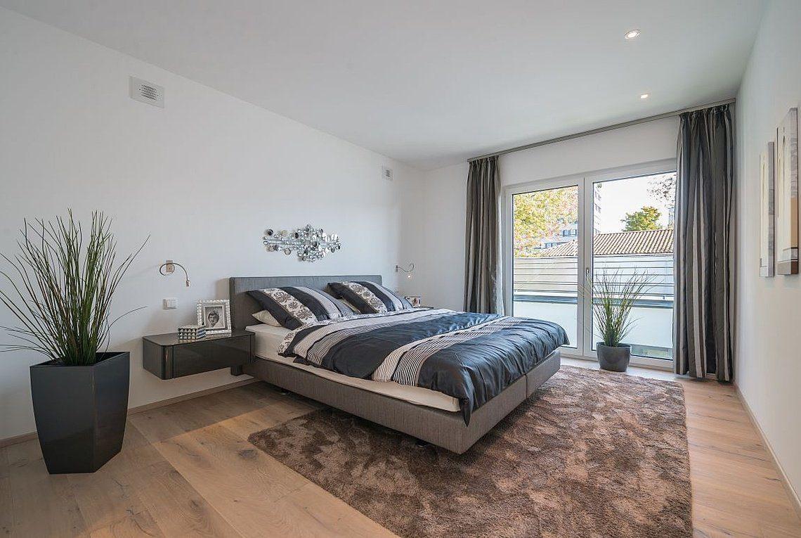Musterhaus San Diego - Ein Schlafzimmer mit einem Bett in einem Raum - Rensch-Haus GmbH