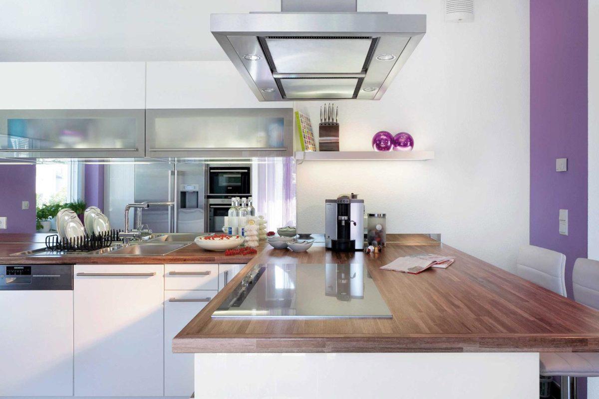 Plan E 15-145.1 - Eine Küche mit Herd, Spüle und Mikrowelle - SchworerHaus KG