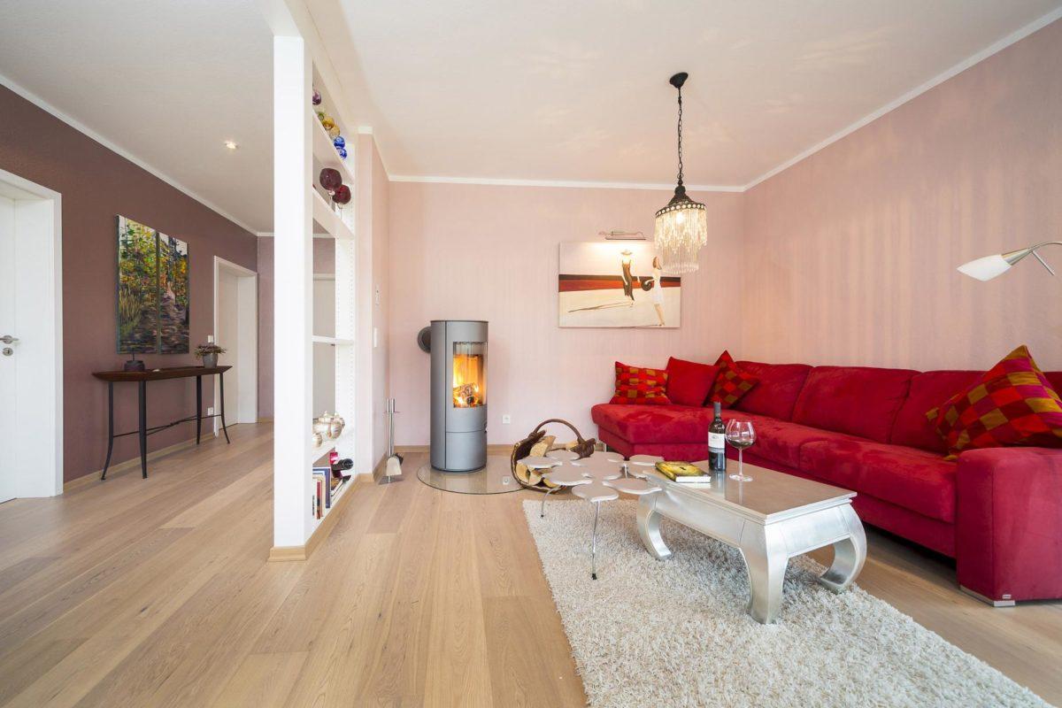Plan E 10-087.1 - Ein Wohnzimmer mit Möbeln und einem Flachbildfernseher - Wohnzimmer
