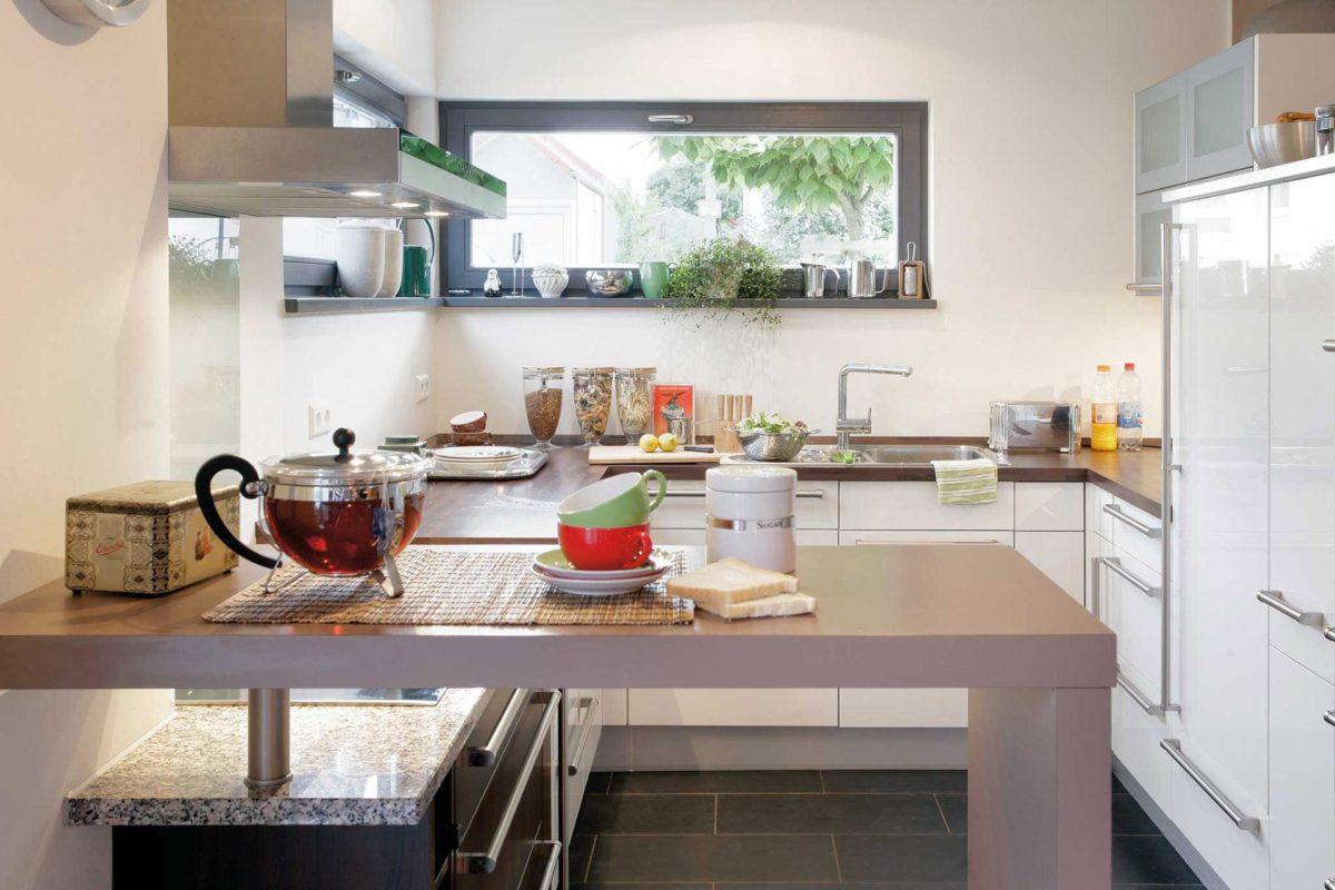 Plan E 15-125.1 - Eine Küche mit einer Insel in der Mitte eines Tisches - Haus