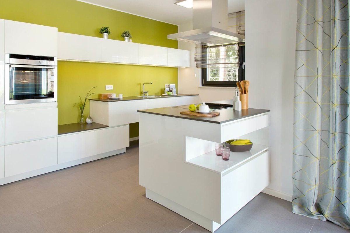 Musterhaus Wuppertal - Ein weißer Kühlschrank mit Gefrierfach sitzt in einem Raum - Küche