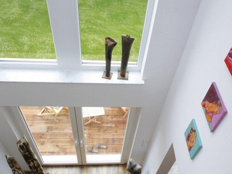 Point 150.17 - Eine Katze neben einem Fenster - Haus