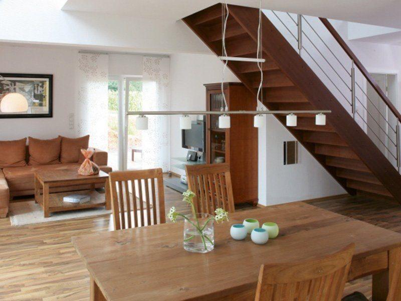 Point 150.17 - Ein Esstisch aus Holz - Fertighaus