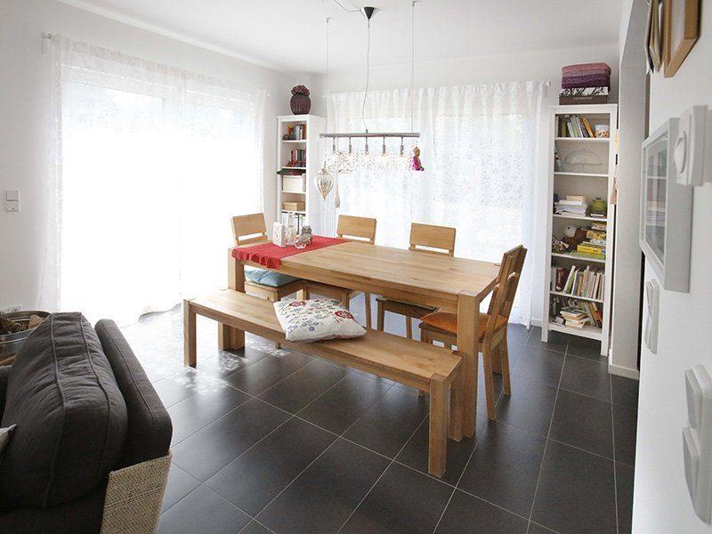 FAMILY 104 - Ein Wohnzimmer mit Holzboden - Hotel