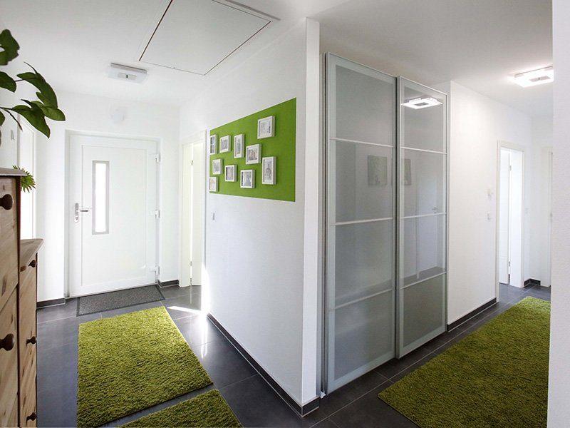 FAMILY 112 - Ein großer leerer Raum - Interior Design Services
