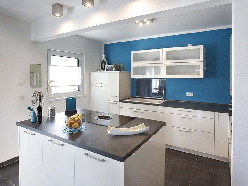 FAMILY 112 - Eine küche mit waschbecken und mikrowelle - Interior Design Services