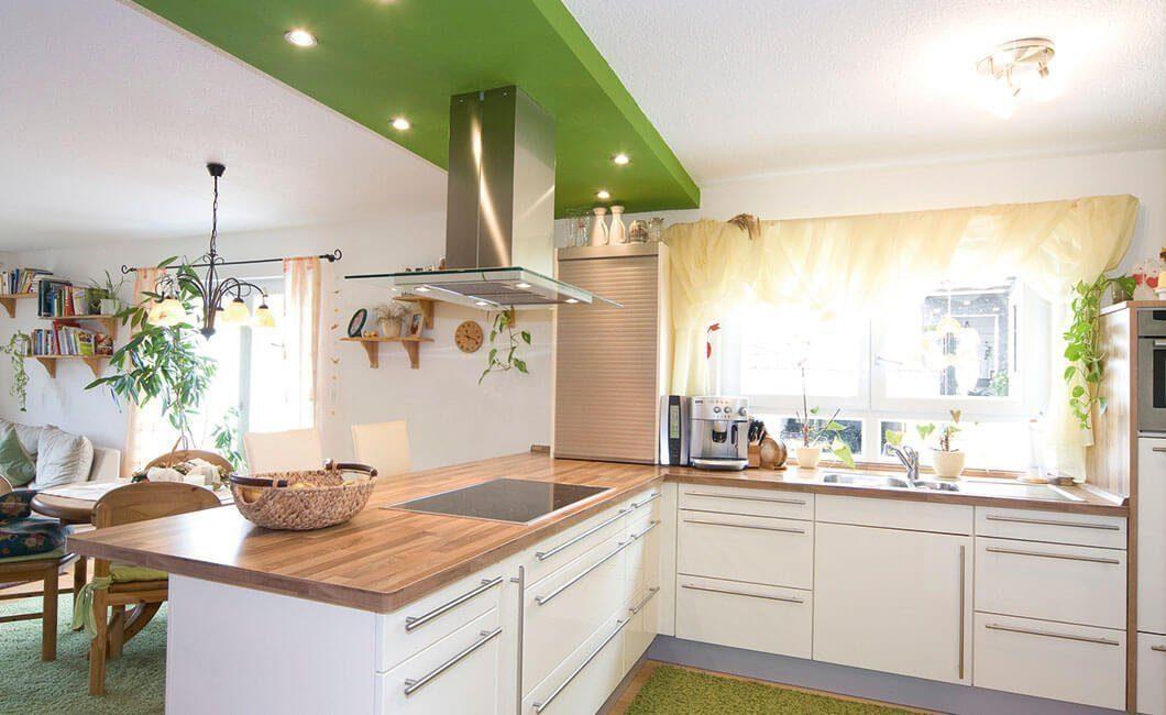 Edition 122/124 Doppelhaus - Eine Küche mit einem Tisch in einem Raum - Haus