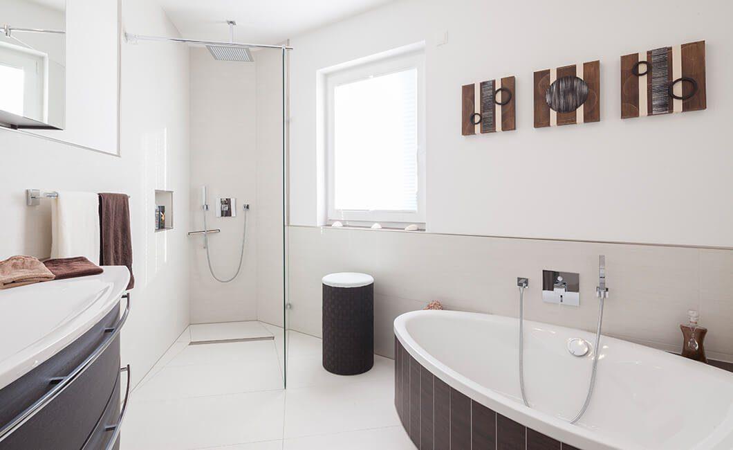 Edition 126 - Ein zimmer mit waschbecken und spiegel - Bad