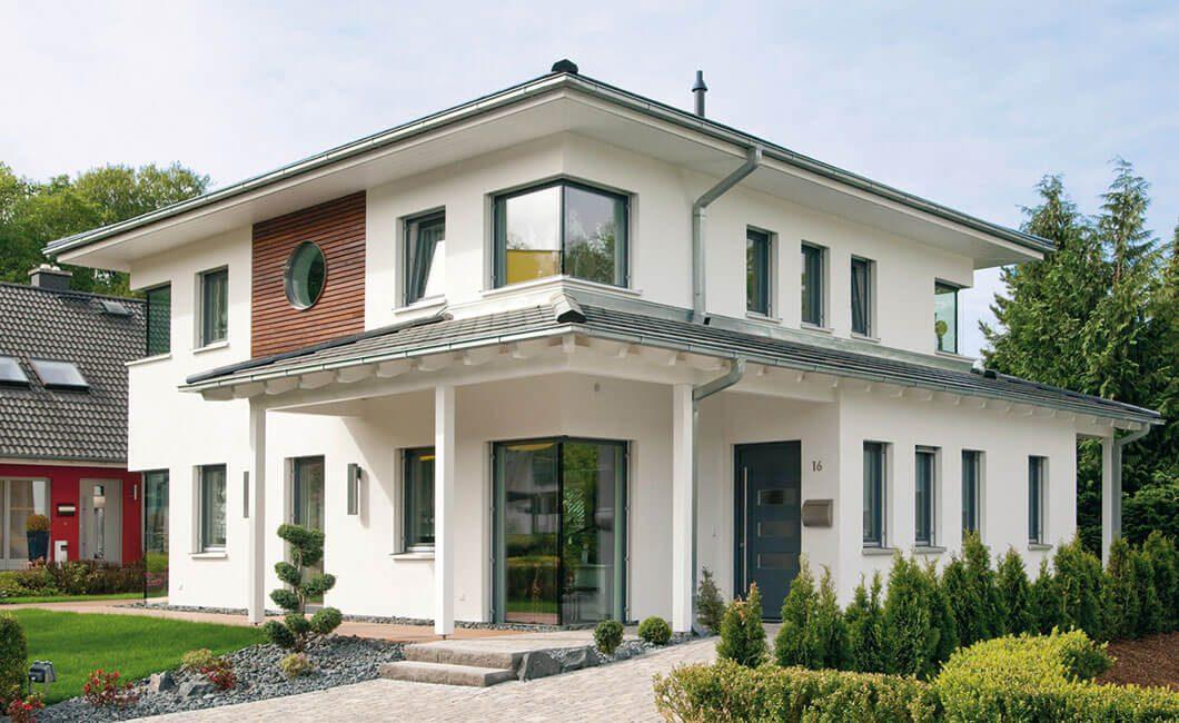 Edition Select 156 - Ein großes Backsteingebäude mit Gras vor einem Haus - Wolf-Haus GmbH