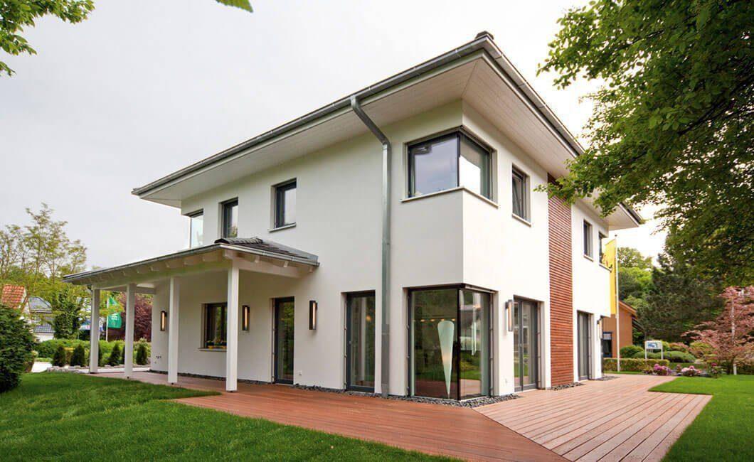 Edition Select 156 - Eine große Wiese vor einem Haus - Haus