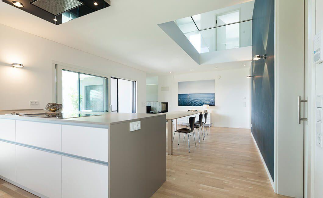 Edition Select 236 - Eine Küche mit Holzboden - Haus