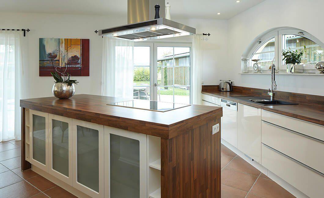 Edition Select 343 - Eine küche mit waschbecken und fenster - Haus