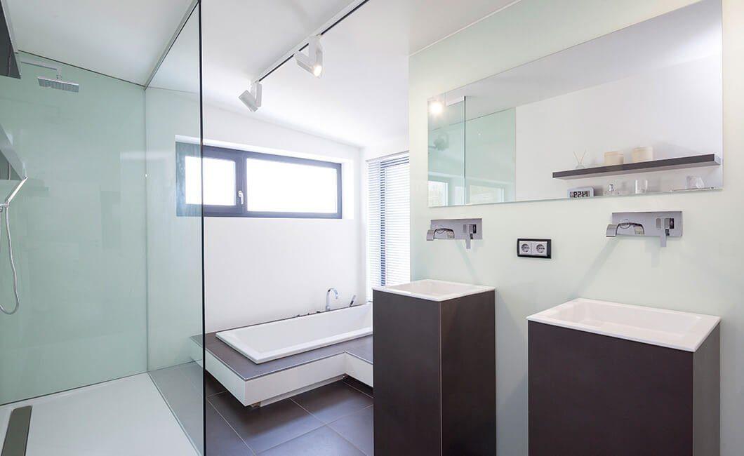 Edition Select 187 - Ein zimmer mit waschbecken und spiegel - Haus