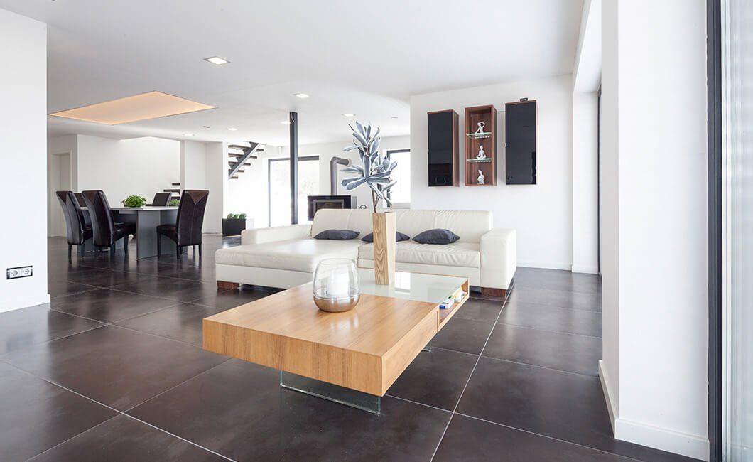 Edition Select 187 - Ein Wohnzimmer mit Möbeln und einem großen Fenster - Haus