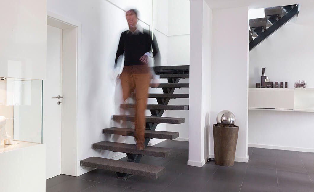 Edition Select 187 - Eine Person, die in einem Raum steht - Haus
