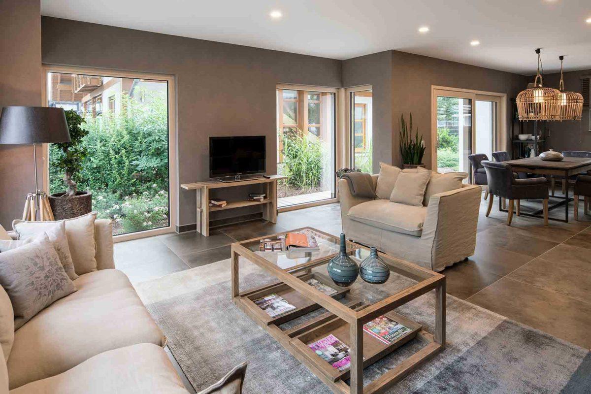 Medley 3.0 Fellbach - Ein Wohnzimmer mit Möbeln und einem Kamin - Fertighaus