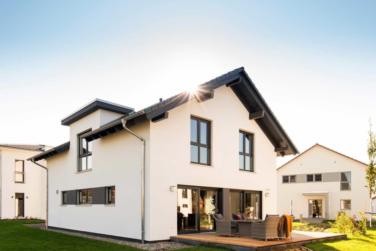 Neo Musterhaus Günzburg - Das Dach eines Hauses - FingerHaus