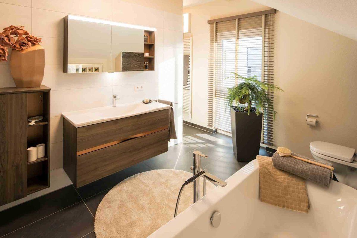 Neo Musterhaus Günzburg - Ein zimmer mit waschbecken und spiegel - FingerHaus