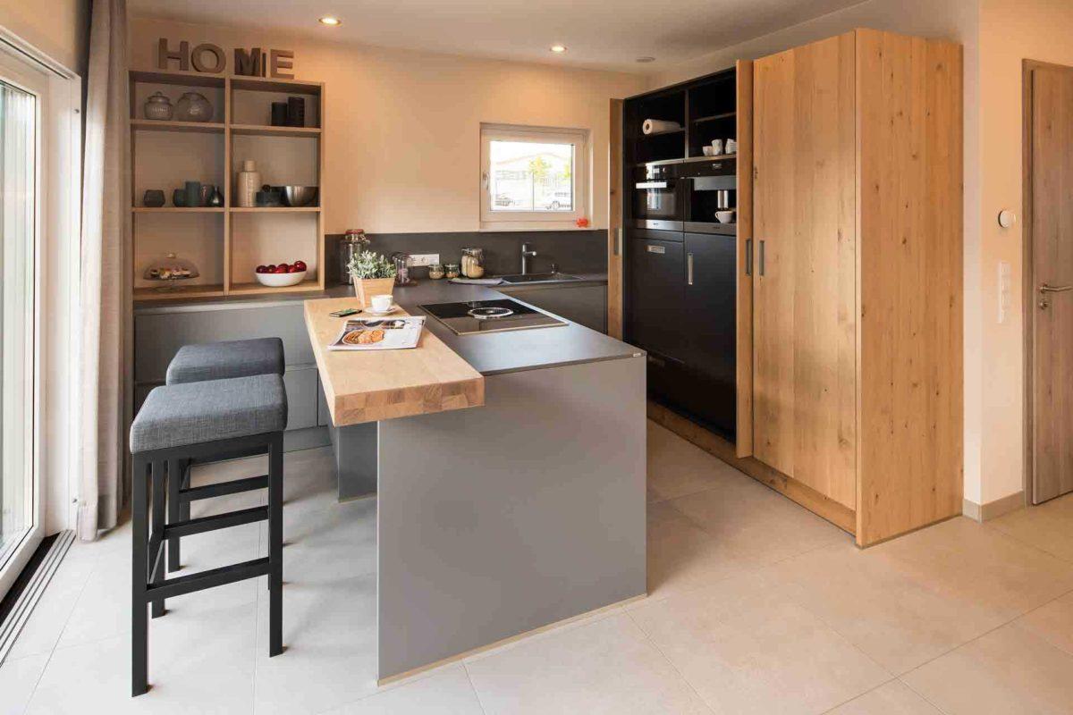 Neo Musterhaus Günzburg - Ein großer leerer Raum - Küche