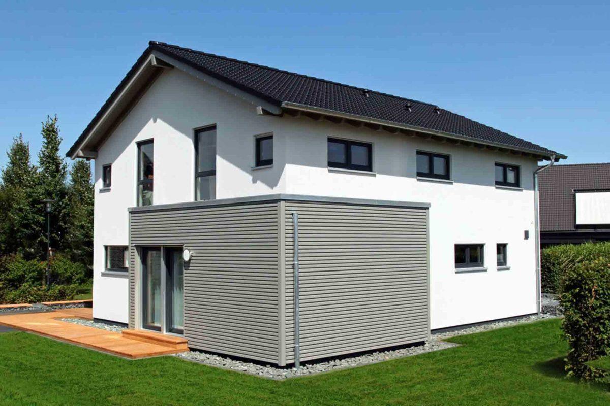 Musterhaus Hannover – NEO 300 - Eine große Wiese vor einem Haus - Haus
