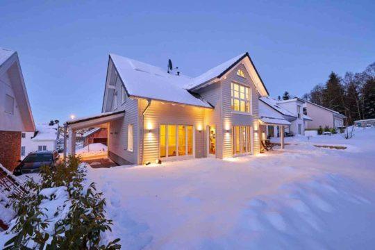 Einfamilienhaus Siebenbrunn - Ein Haus mit Schnee bedeckt - Haus