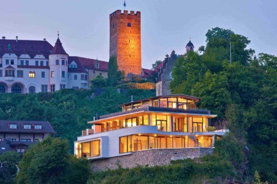 Haus Weitblick - Ein Schloss auf einem Gebäude - Haus