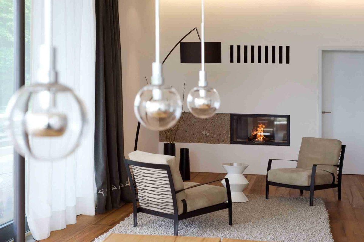 Haus Weitblick - Ein Esstisch - Kamin