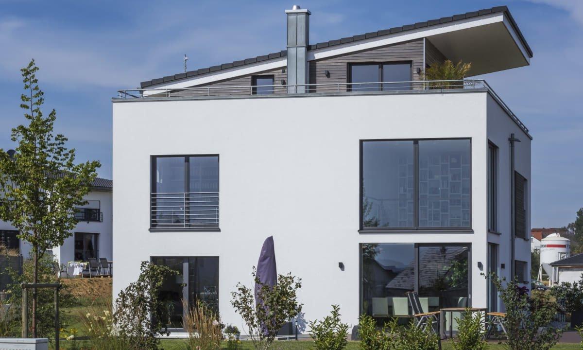 Haus-Empfingen - Ein großes weißes Gebäude - Haus