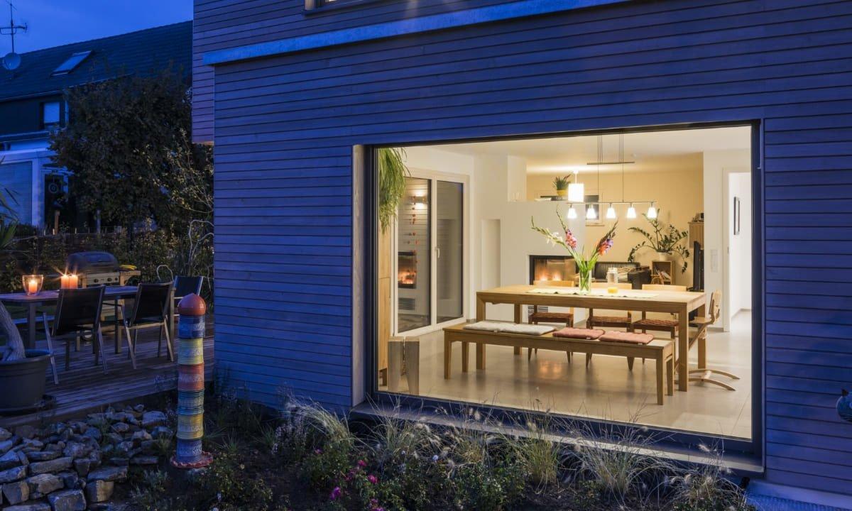 Kundenhaus Malmsheim - Ein Haus mit Bäumen im Hintergrund - Die Architektur