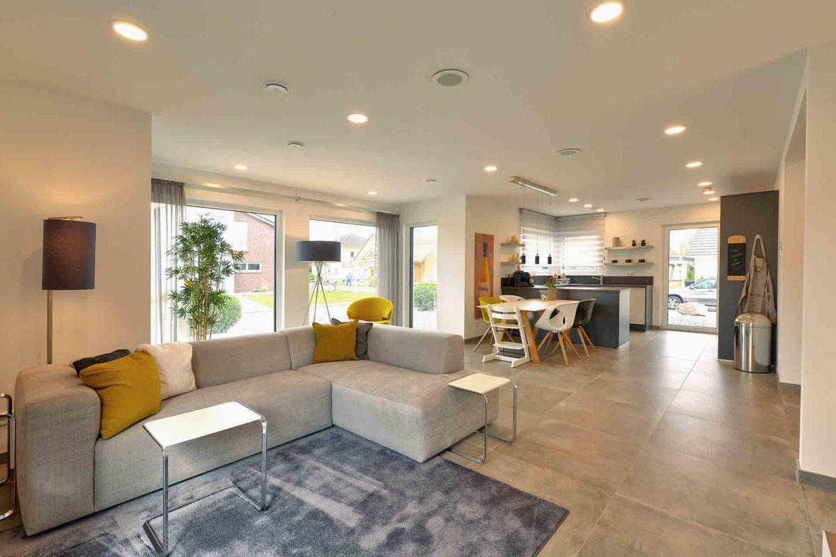 SUNSHINE 143 Mülheim-Kärlich - Ein Wohnzimmer mit Möbeln und einem großen Fenster - Haus