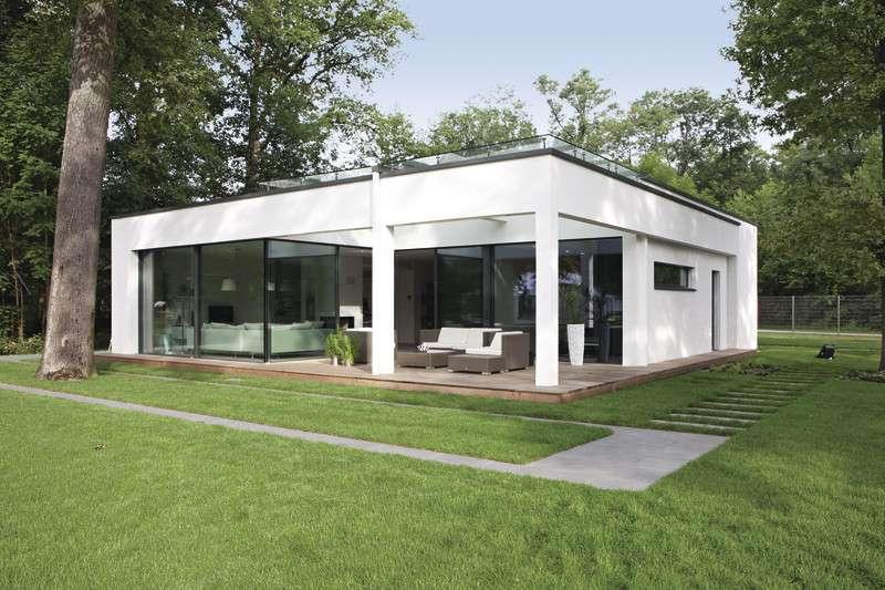 Ebenleben Rheinau-Linx - Ein großes Backsteingebäude mit Gras vor einem Haus - WeberHaus