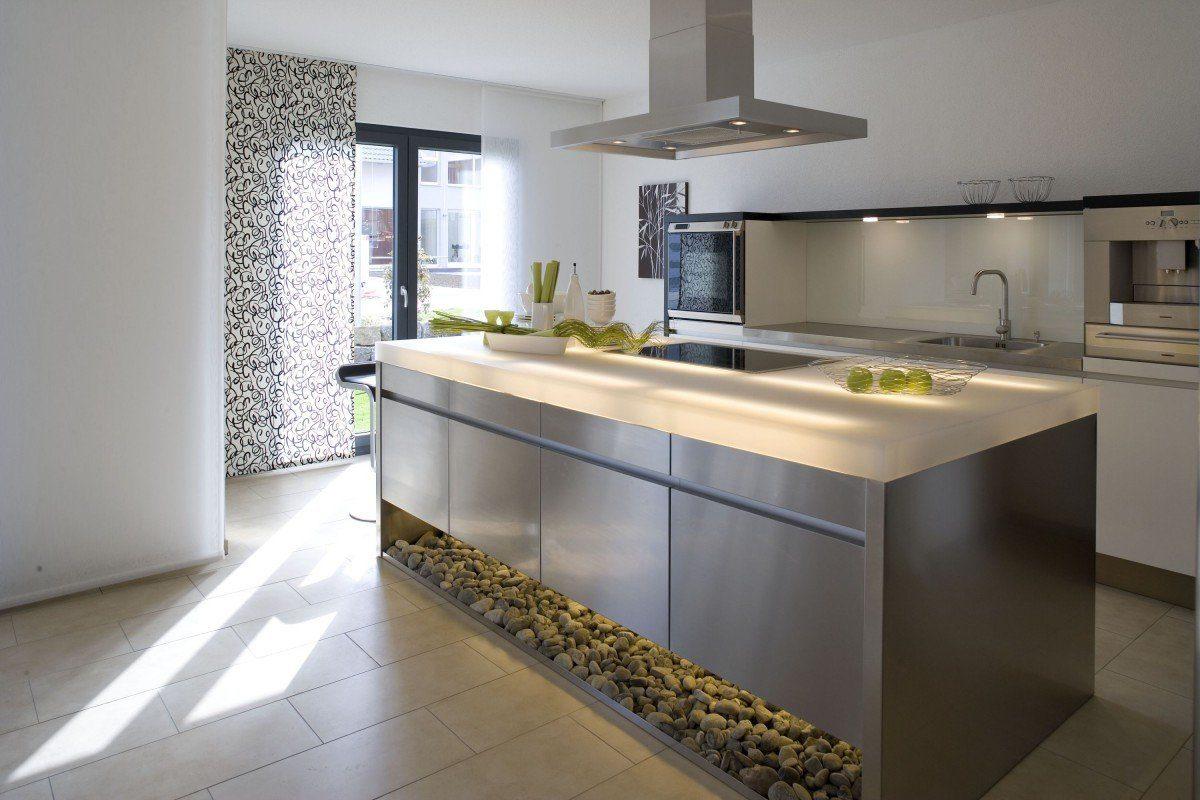 Individuelle Stadtvilla - Eine küche mit waschbecken und fenster - DAS BODENSEEHAUS BSH Holzfertigbau GmbH