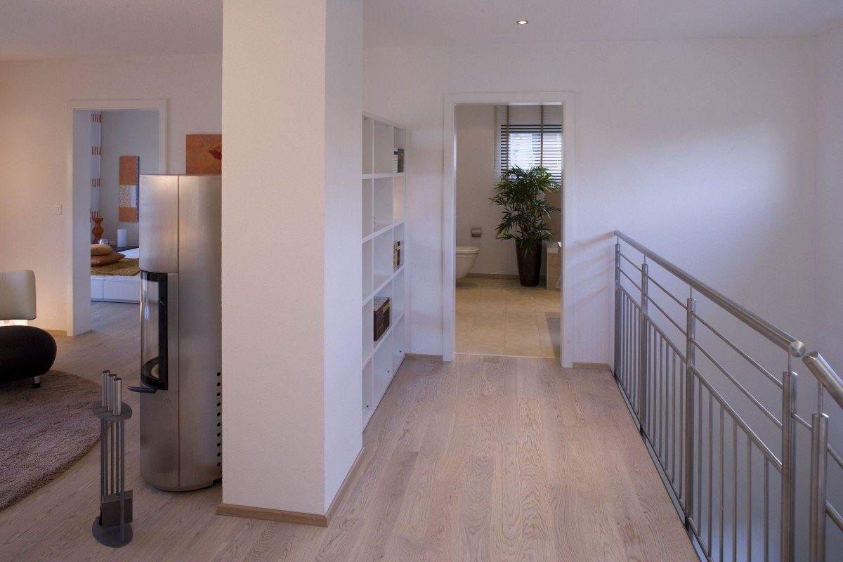 Individuelle Stadtvilla - Ein Zimmer mit Holzboden - Die Architektur