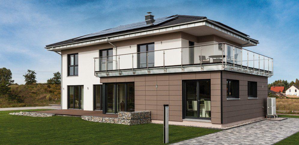 Musterhaus Fellbach Architekturline SETROS - Eine große Wiese vor einem Haus - Haus