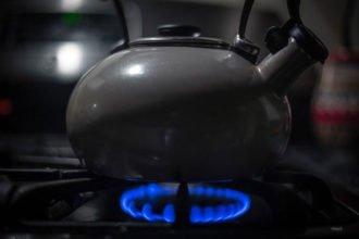Umstieg von Heizöl auf Flüssiggas: Wie funktioniert das eigentlich? - Eine Nahaufnahme von einem Topf auf dem Herd - Kessel