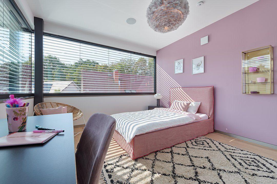 Core - Ein Schlafzimmer mit einem Bett und einem Fenster - Heimautomatisierung