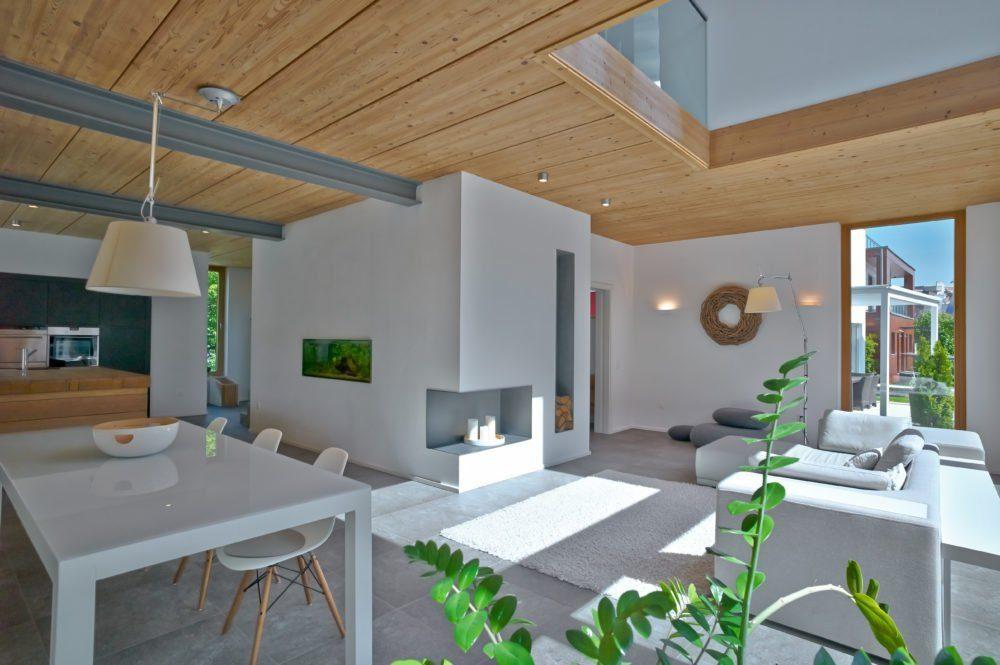 Musterhaus Suhr - Ein Esstisch - Holzhaus